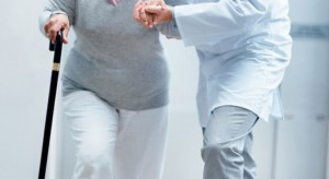 Chodzenie po schodach zdrowe szczególnie dla... kobiet po menopauzie