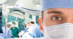 Młodzi lekarze: długa i trudna ścieżka pracy i ciągłego kształcenia