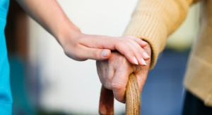 Tak się starzeje Polska: coraz częściej w rodzinach jest więcej dziadków niż wnuków