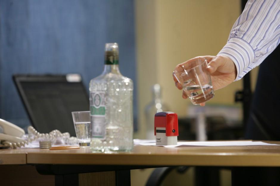Dziennikarze, artyści, lekarze - w tych zawodach pije się najwięcej alkoholu