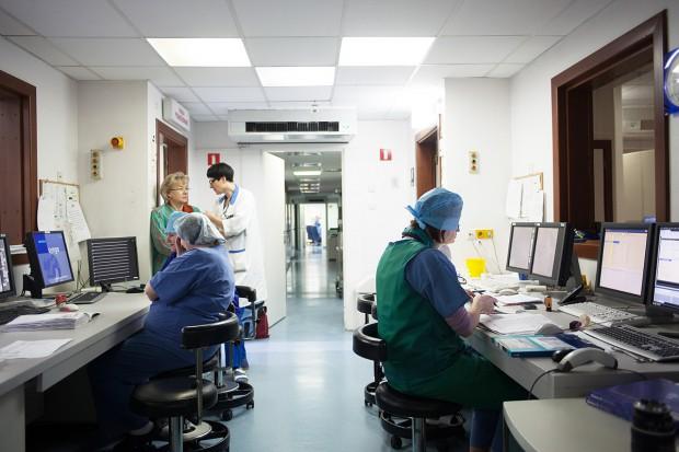 Szpitale zasypały Agencję ankietami