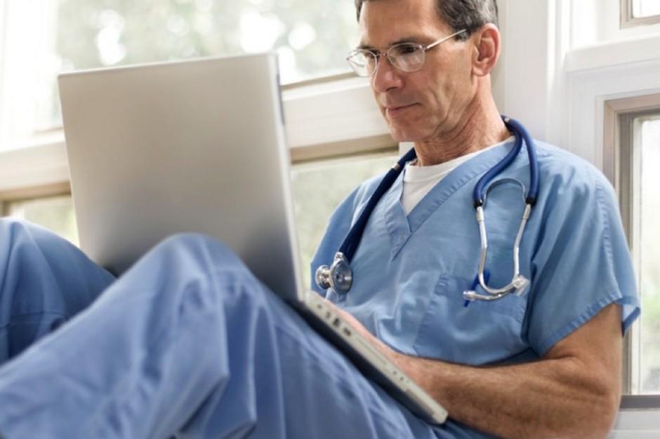 Coraz więcej czasu przed komputerem, czyli lekarz coraz dalej od pacjenta