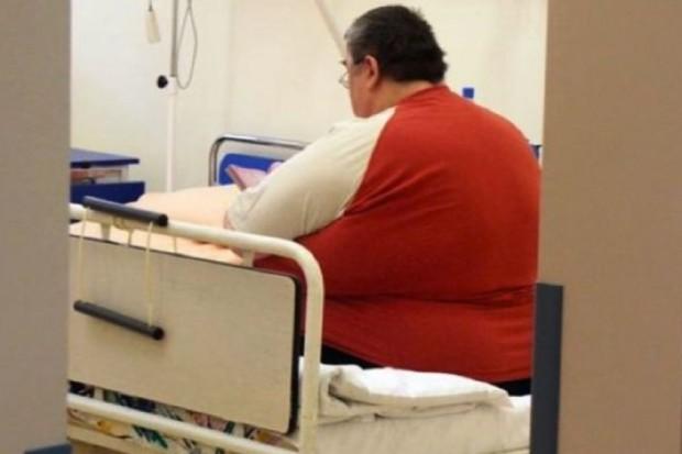 Szczecinek: pacjent z otyłością pojechał do szpitala w przyczepie dla koni