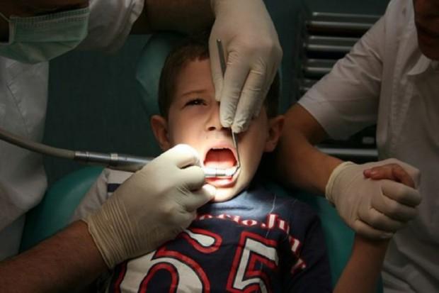 Lekarze: opieka stomatologiczna nad dziećmi jest w dramatycznym stanie