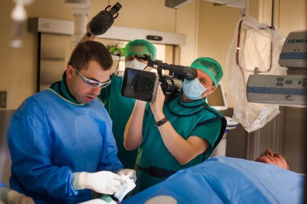 Stacje telewizyjne stawiają na serialowych lekarzy. Jesienią kolejne nowości