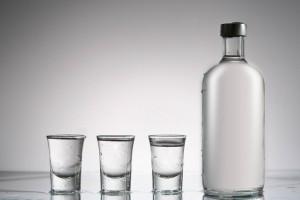 Alkohol na cenzurowanym. Jakich zmian chcą posłowie, a jakich eksperci?