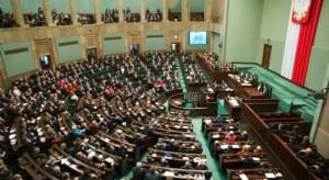 Sejm przyjął nowelizację przywracającą staże podyplomowe lekarzy