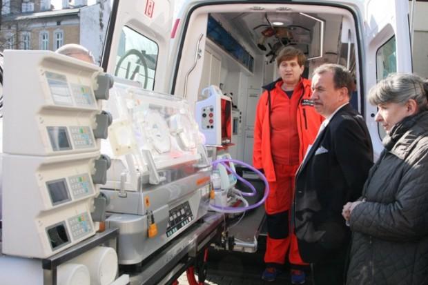 Małopolskie: nowy ambulans zastąpi wysłużoną karetkę neonatologiczną