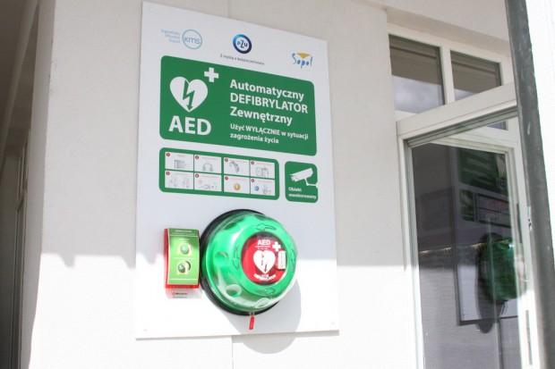 Sandomierz: nowe defibrylatory w prezencie od firm