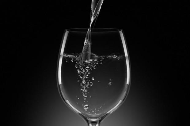 Ekspert: w czasie upałów pijmy ok. 1 l płynów więcej - częściej i w niewielkich ilościach