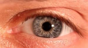 Sztuczna inteligencja diagnozuje choroby związane z degeneracją siatkówki oka