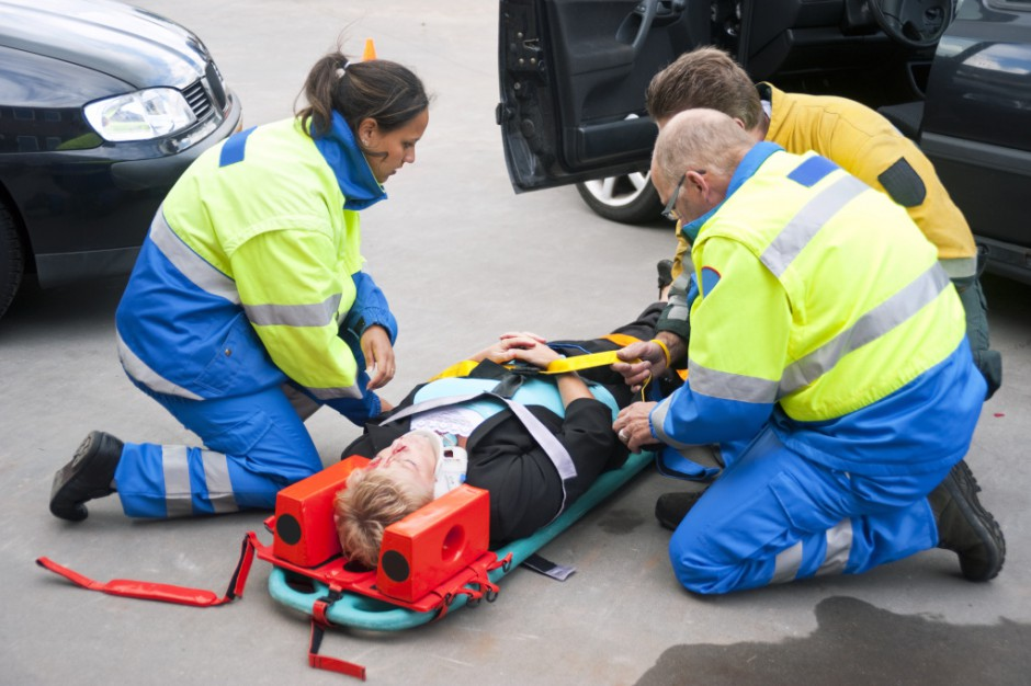 Łódzkie: wypadek drogowy z udziałem karetki pogotowia