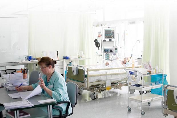 Przybywa nieubezpieczonych pacjentów