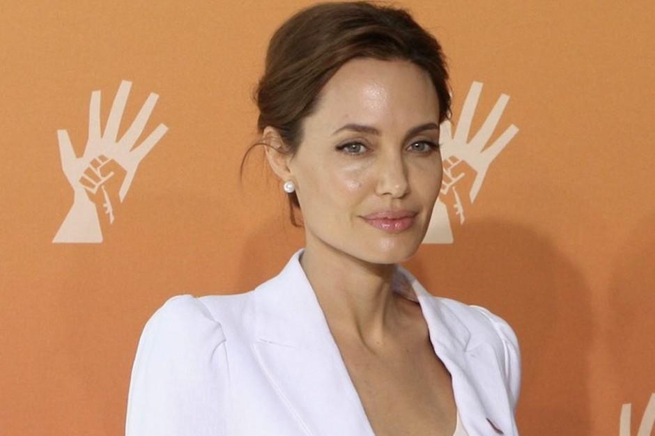 Specjalista: decyzja Jolie o usunięciu jajników była słuszna