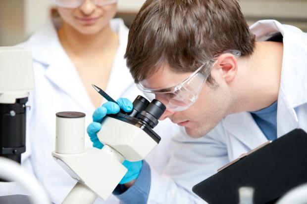 Resort nauki chce wesprzeć badaczy w walce o granty