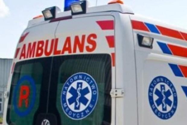 Łódź: pijani mężczyźni zaatakowali załogę karetki