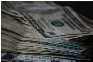 USA: lekarze zarabiają więcej od lekarek