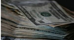 195 842 dolarów rocznie wynosi średnia pensja lekarza w USA