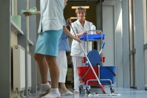 Raport: salowe zatrudniane przez firmy zewnętrzne czują się wykluczone