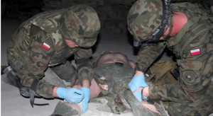 Warszawa: tak szkolą medycznie żołnierzy udających się na misje