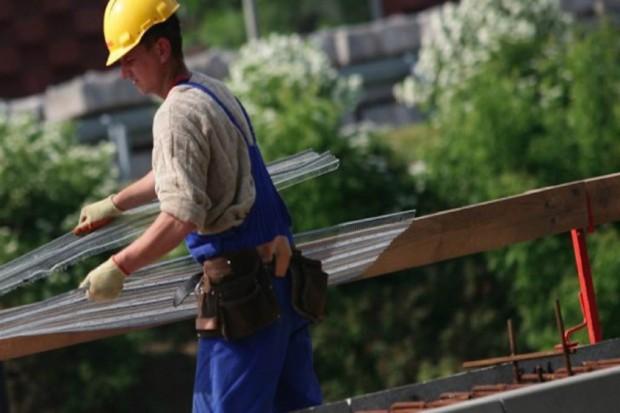 Rynek pracy: lekarze i pielęgniarki z Ukrainy pracują na budowach i w sklepach
