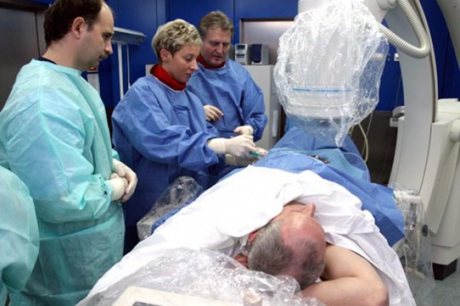 Polacy wracają do kraju na leczenie, a za nimi - obcokrajowcy