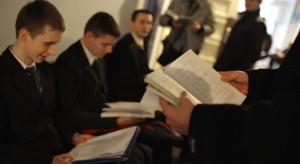 Opole: pracownicy NFZ z lekcjami u maturzystów