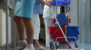 Kraków: sprzątaczki w szpitalu tymczasowym zarobią więcej od białego personelu?