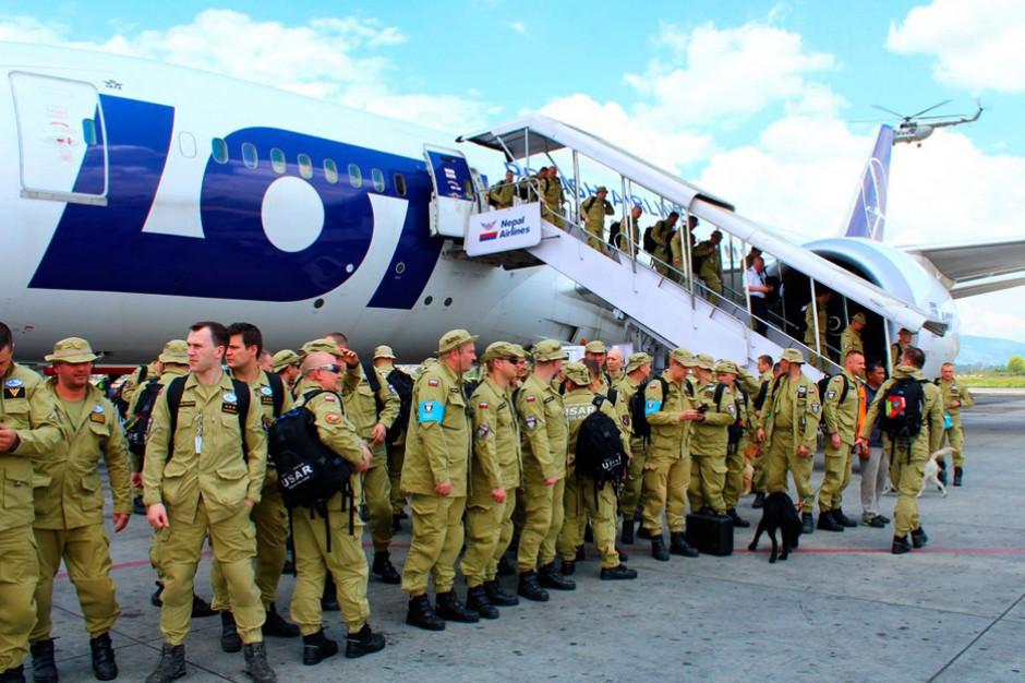 Ratownicy za kilka dni wracają z Nepalu