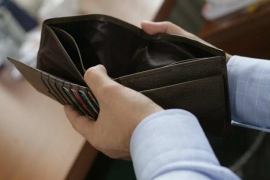 Badania: gwałtowny spadek dochodów grozi zawałem lub udarem mózgu