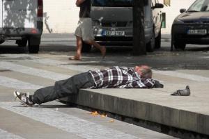 Łódź: straż miejska nie chce wozić nietrzeźwych, pogotowie musi