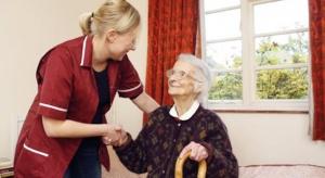 Eksperci: w Polsce brakuje około 20 tys. opiekunów osób starszych
