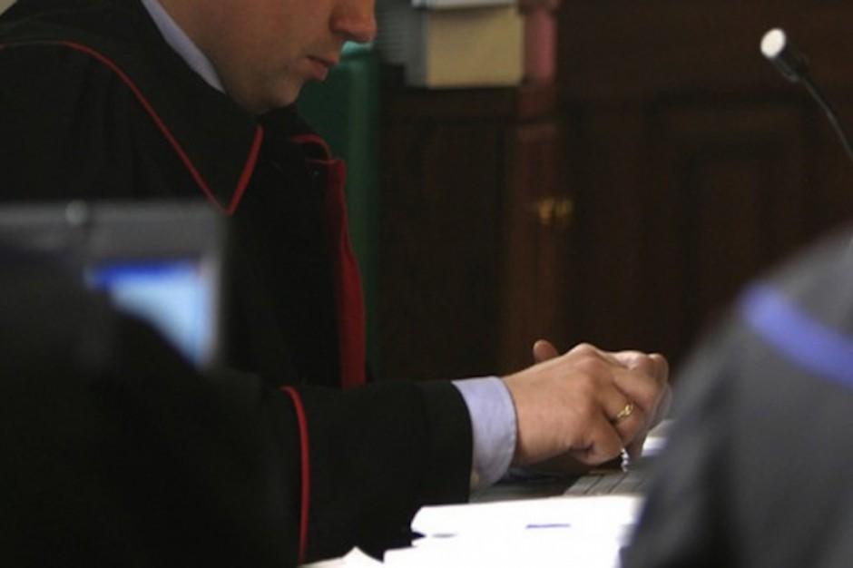 70 zarzutów dla lekarza, który zarabiał na wystawianiu aktów zgonu