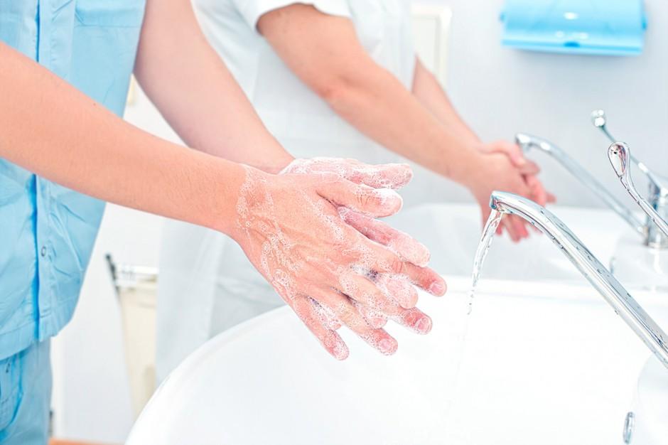 Bezpieczna opieka nad pacjentem zaczyna się od higieny rąk