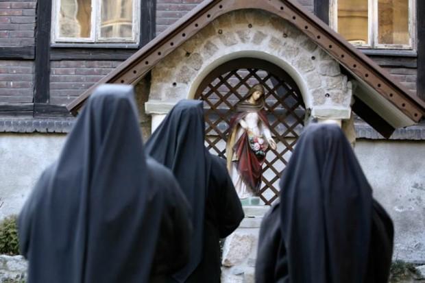 Papież: zadaniem Kościoła jest niesienie pomocy chorym