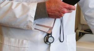Kontrakty lekarzy? To nie jest alternatywa dla pracy na etacie