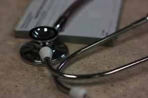 NFZ w Opolu: nadal wstrzymana praca interny dwóch szpitali