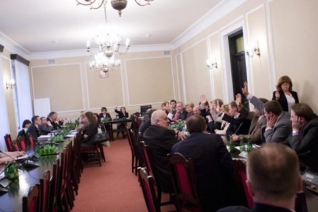 Sejm: komisja zdrowia za przesunięciem terminu kontraktowania