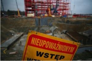 Łódź: budynek po szpitalu popada w ruinę