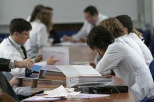 MZ zwiększa limity przyjęć na studia medyczne. Środowisko pyta o pieniądze i rynek pracy