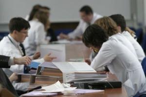 Paradoks wydziałów lekarskich: im mniej kandydatów na jedno miejsce, tym lepsza uczelnia?
