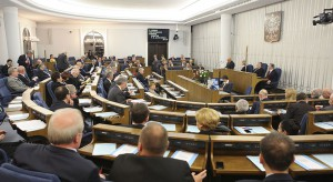 Senat rozpatrzy ustawy m.in. dotyczące Covid-19