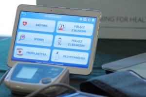 Łódzkie: będą tworzyć i wdrażać usługi telemedyczne dla seniorów