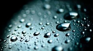 Warszawa: student medycyny przekonuje, że woda leczy nowotwory