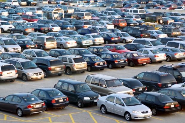Koszalin: pacjenci czekają na nowe miejsca parkingowe