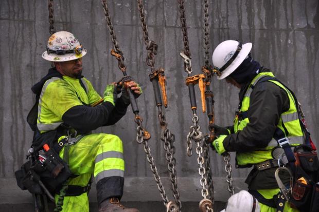 Pomysł na odciążenie NFZ: ubezpieczenia zdrowotne dla pracowników