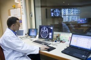 Czy powiaty powinny oddać szpitale samorządom wojewódzkim? Za i przeciw