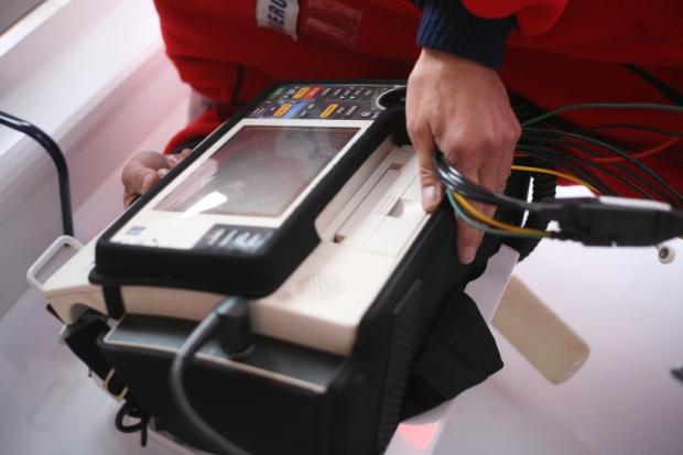 Zatrzymanie krążenia: szanse przeżycia zwiększa defibrylator