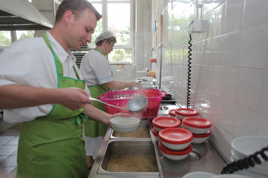 Ile soli, ile cukru w szkolnych posiłkach - ruszyły szkolenia dla intendentów