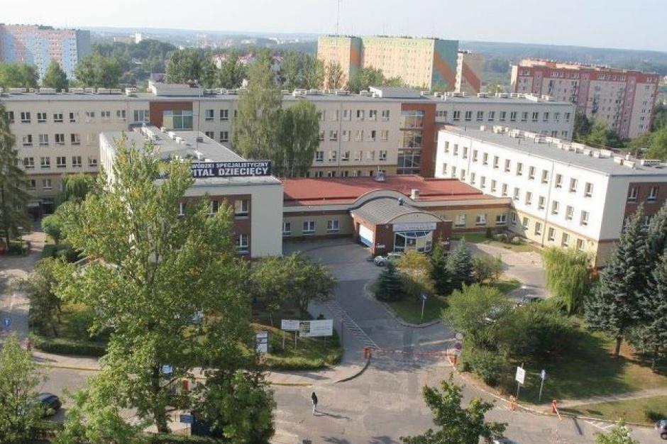 Olsztyn: pręty magnetyczne na skoliozę u 3-latki. Pierwsza taka operacja w Polsce